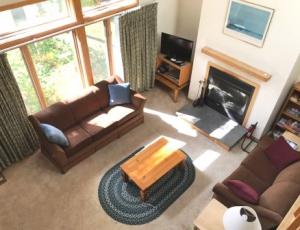Livingroomfrombalcony